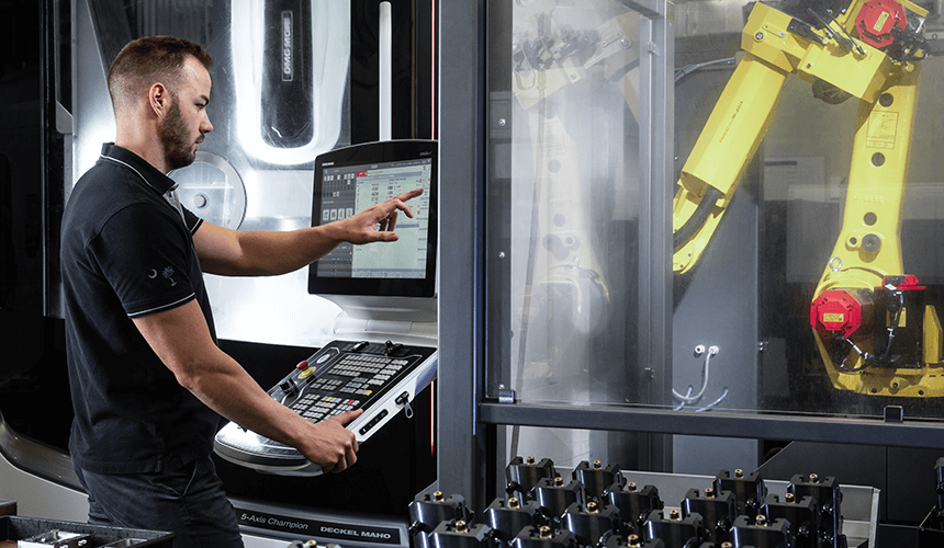 Employee at X-CELL WB – Zeltwanger CNC Manufacturing